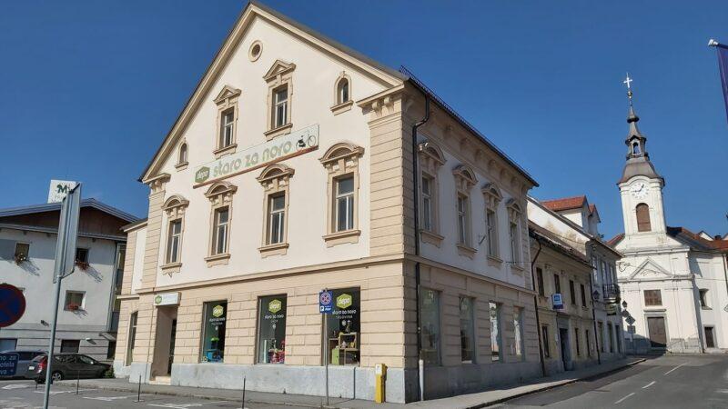 Obvestilo o razprodaji predmetov v skladišču Depo na Tržaški cesti 24 na Vrhniki